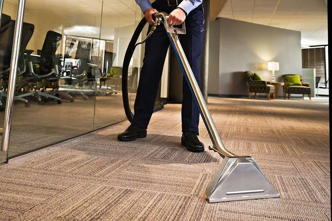 Membersihkan Karpet Tile